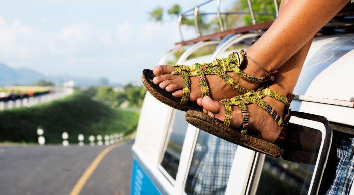 las sandalias más coloridas