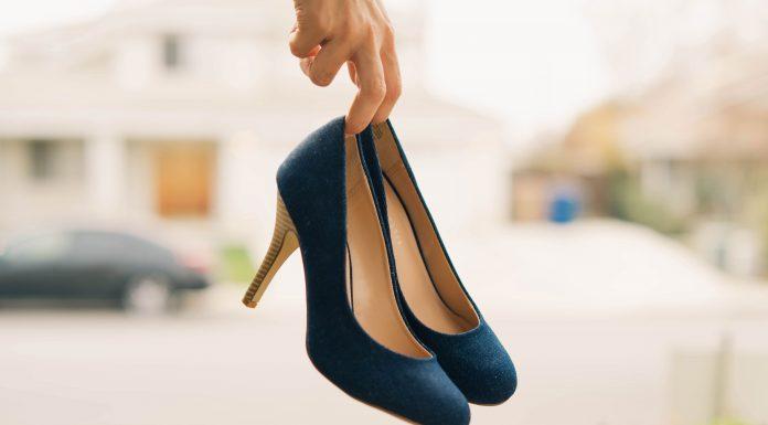 talla en un zapato de tacón