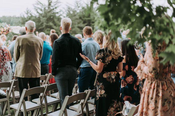 ¿Cómo vestirse para una boda de día o una boda de noche?