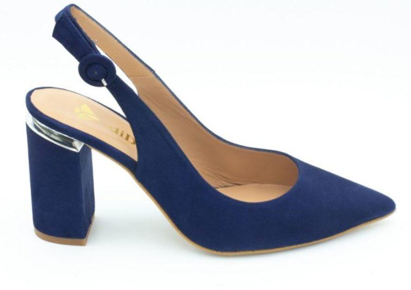 zapatos azules look de invitada