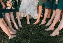 Zapatos para boda en un jardín